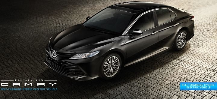 2020 toyota camry bs6 price in india