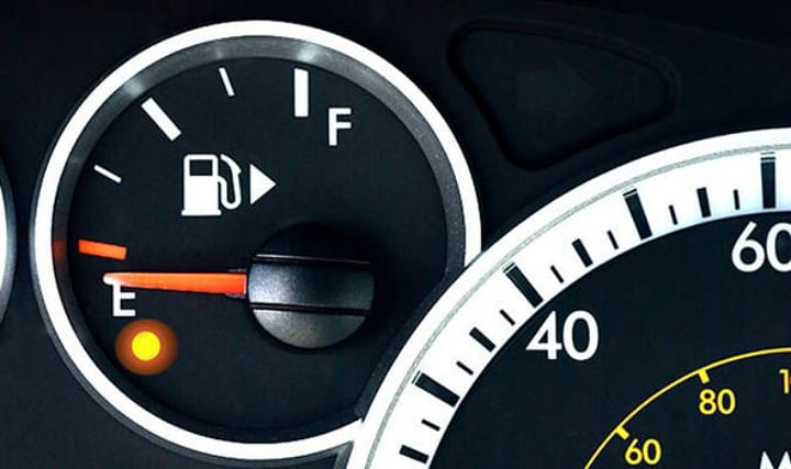 Steps to Follow if the Accelerator Pedal of your Car gets stuck while Driving