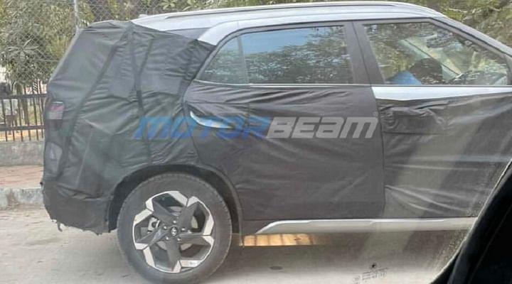 Hyundai Alcazar SUV Spied
