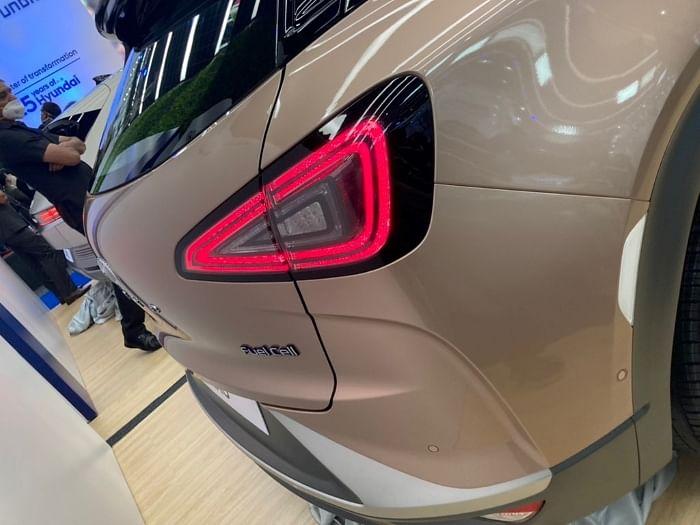 Hyundai Nexo and Ioniq 5 tail light image