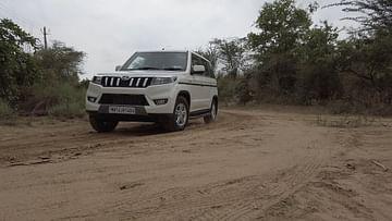 Mahindra Bolero Neo Tracking corner